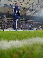 FUSSBALL   1. BUNDESLIGA   SAISON 2011/2012   20. SPIELTAG FC Schalke 04 - FSV Mainz 05                                  04.02.2012 Trainer Huub Stevens (FC Schalke 04) steht in der Veltins Arena auf Schalke