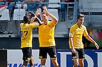 ALKMAAR - 30-08-2015, AZ - Roda JC, AFAS Stadion, Roda JC speler Edwin Gyasi  (l) feliciteert Roda JC speler Rostyn Griffiths (m) met zijn doelpunt, 0-1.