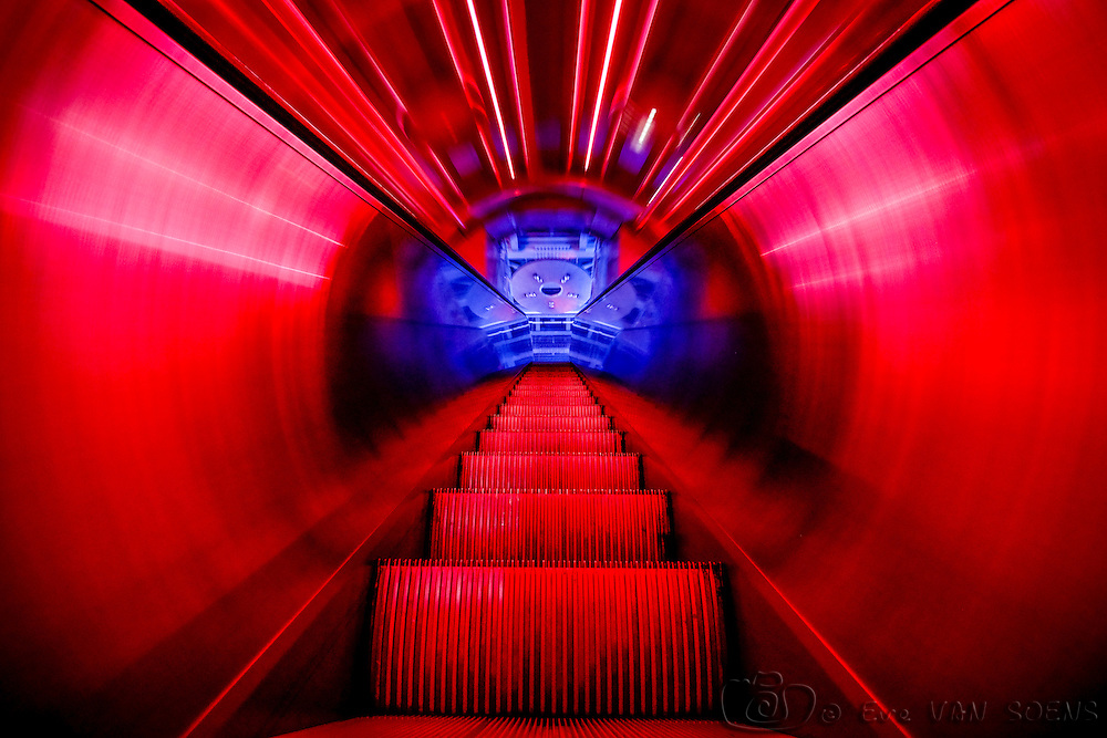 Inside the tunnel of the atomium. Julien Guinard - Valère Terrier - Anthony Gouvrillon / Digital Slaves.