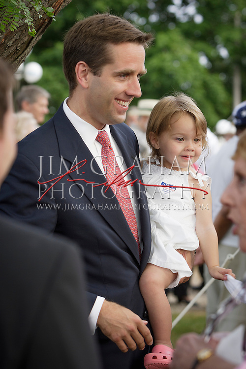 Beau Biden, holding his daughter Natalie, begins his quest for the office of Delaware Attorney General on 1 June 2006. Photo by Jim Graham