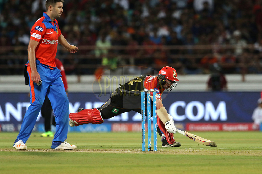 Travis Head of the Royal Challengers Bangalore takes a quick run during match 20 of the Vivo 2017 Indian Premier League between the Gujarat Lions and the Royal Challengers Bangalore  held at the Saurashtra Cricket Association Stadium in Rajkot, India on the 18th April 2017<br /> <br /> Photo by Vipin Pawar - Sportzpics - IPL