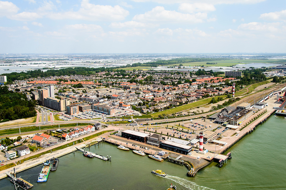 Nederland, Zuid-Holland, Hoek van Holland, 10-06-2015; Hoek van Holland met Berghaven met loodsboten van het Loodswezen in de voorgrond. <br /> Hook of Holland with harbour for pilot service.<br /> luchtfoto (toeslag op standard tarieven);<br /> aerial photo (additional fee required);<br /> copyright foto/photo Siebe Swart