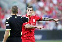 Fotball, 1. august 2011 ,  Privatkamp ,<br /> Vålerenga - Liverpool 3-3<br /> <br /> Daniel Agger , Liverpool og dommer Svein Oddvar Moen