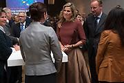 Koningin Maxima is aanwezig bij de ondertekening lening Europese Investeringsbank aan Qredits in de Hermitage, Amsterdam .<br /> <br /> Queen Maxima was present at the signing loan European Investment Bank Qredits  in the Hermitage, Amsterdam .<br /> <br /> op de foto / On the photo:  Koningin Maxima in gesprek tijdens de receptie / Queen Maxima in conversation during the reception