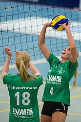 16-10-2013 VOLLEYBAL: USC MUENSTER - VOLLEYSTARS THUERINGEN: MUENSTER<br /> Leonie Schwertmann (#18 USC Muenster), Zuspiel Tess von Piekartz (#4 USC Muenster)<br /> ***NETHERLANDS ONLY***<br /> &copy;2013-FotoHoogendoorn.nl