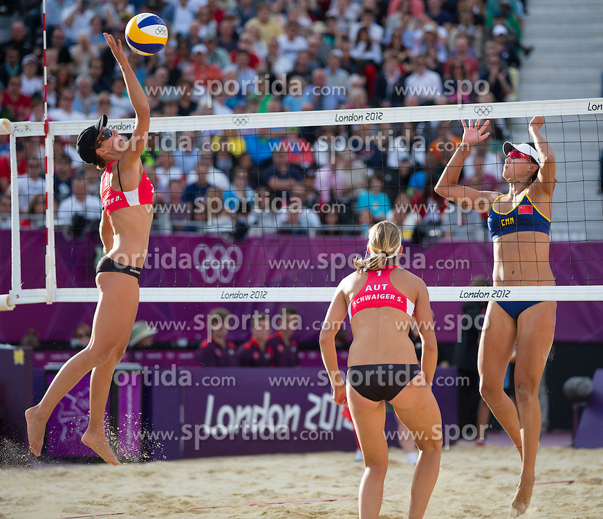 05.08.2012, Horse Guards Parade, London, GBR, Olympia 2012, Beach Volleyball, viertel finale Damen, im Bild Doris Schwaiger (AUT), Stefanie Schwaiger (AUT), Chen Xue (CHN) // Doris Schwaiger (AUT), Stefanie Schwaiger (AUT), Chen Xue (CHN) during women Beach Volleyball quarter final at the 2012 Summer Olympics at Horse Guards Parade, London, United Kingdom on 2012/08/05. EXPA Pictures © 2012, PhotoCredit: EXPA/ Johann Groder
