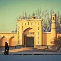 Uyghur woman walk in front of the main mosque in Kashgar, China, <br /> on February. 27, 2010. Photographer: Bernardo De Niz