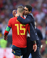 FUSSBALL  WM 2018  Achtelfinale ---- Spanien - Russland       01.07.2018 Trainer Fernando Hierro (re) und Sergio Ramos (li, beide Spanien) sind nach dem Spielende enttaeuscht