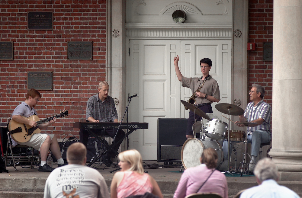 15453Matt James & Guy Remonko: Jazz at Noon on the College Green