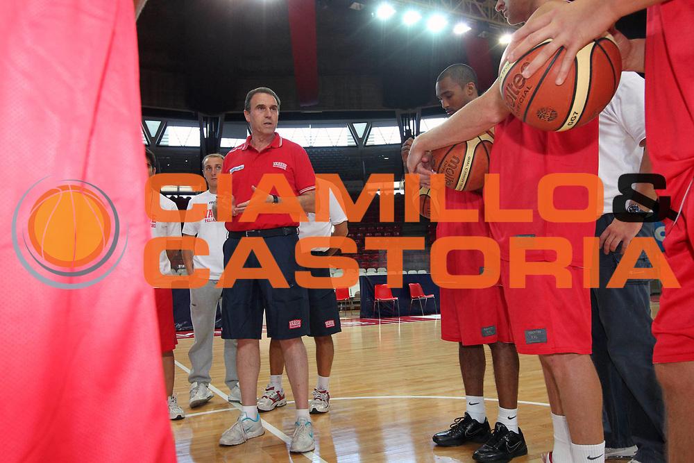 DESCRIZIONE : Varese Lega A 2010-11 Cimberio Varese Allenamenti pre-campionato<br /> GIOCATORE : Carlo Recalcati<br /> SQUADRA : Cimberio Varese<br /> EVENTO : Campionato Lega A 2010-2011<br /> GARA : Allenamenti pre-campionato<br /> DATA : 30/08/2010<br /> CATEGORIA : Allenamenti Ritratto<br /> SPORT : Pallacanestro<br /> AUTORE : Agenzia Ciamillo-Castoria/G.Cottini<br /> Galleria : Lega Basket A 2010-2011<br /> Fotonotizia : Varese Lega A 2010-11 Cimberio Varese Allenamenti pre-campionato<br /> Predefinita :
