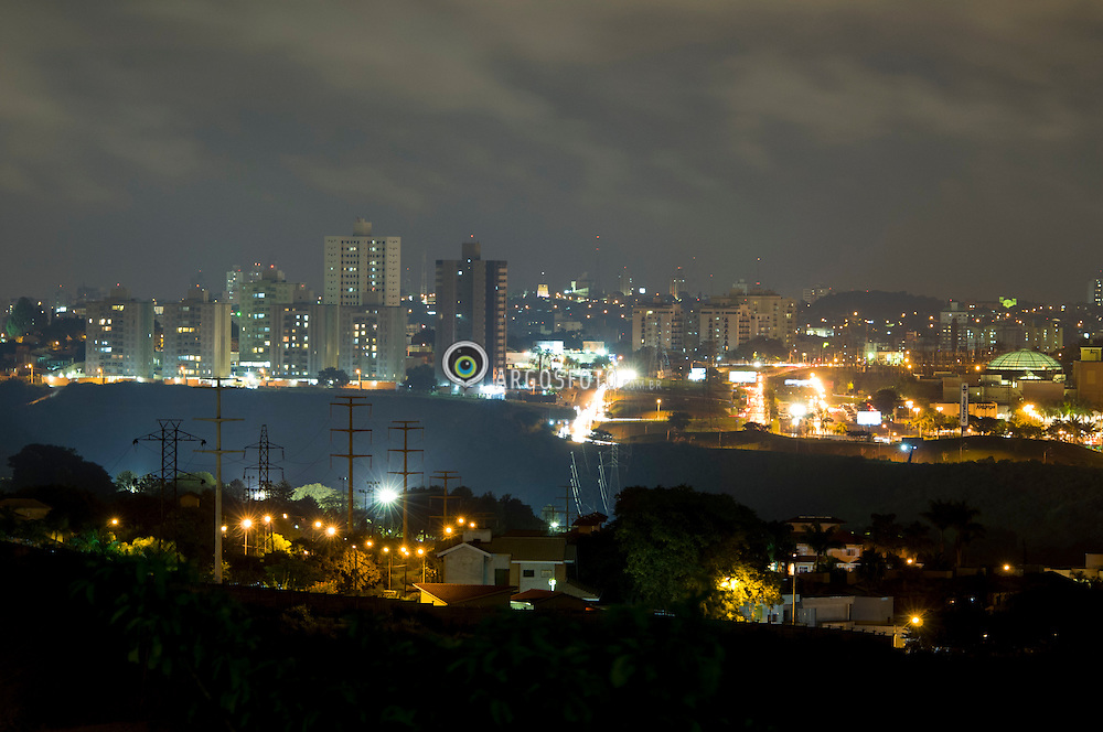 Cidade de Campinas a noite // Night shot at Campinas, Sao Paulo. Brazil 2013