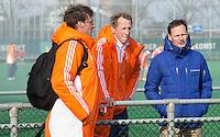 ROTTERDAM -   Michiel Struijk (m) coach  Nederlands B, met assistent Richard de Snaijer en Stephan Veen (KNHB bestuurslid).  Practice Match  Hockey : Netherlands Boys U16  v England U16 . COPYRIGHT KOEN SUYK