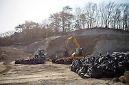 Senering av radioaktiv jord i byn Shidamyo. Fukushima Prefektur, Japan