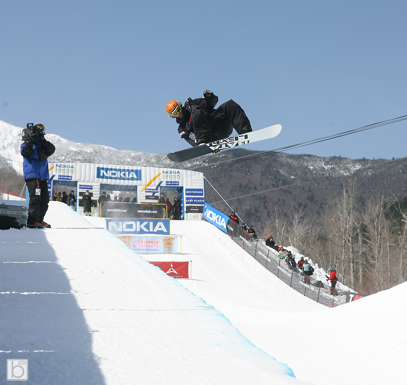 Canada's Justin Lamoureux competes during the qualification round for the Nokia Snowboard FIS Half-Pipe World Cup at Whiteface Mountain in Lake Placid, N.Y., Friday, March 9,2007. (Photo/Todd Bissonette)