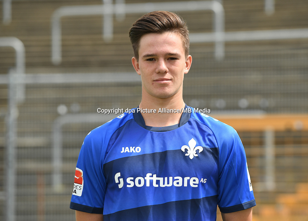 German Bundesliga - Season 2016/17 - Photocall SV Darmstadt 98 on 11 August 2016 in Darmstadt, Germany: Liam Fisch. Photo: Arne Dedert/dpa | usage worldwide
