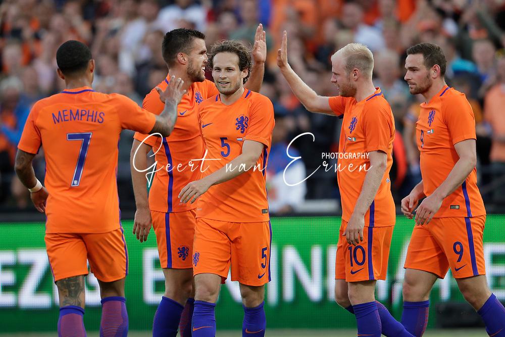 04-06-2017 VOETBAL:NEDERLAND-IVOORKUST:ROTTERDAM<br /> Oranje oefende tegen Ivoorkust vanavond in De Kuip<br /> <br /> Kevin Strootman van Oranje (AS Roma) viert de treffer met Daley Blind van Oranje (Manchester United) en Memphis Depay van Oranje (Olympic Lyon) en Davy Klaassen van Oranje (Ajax) en Vincent Janssen van Oranje (Tottenham Hotspur)  <br /> <br /> Foto: Geert van Erven