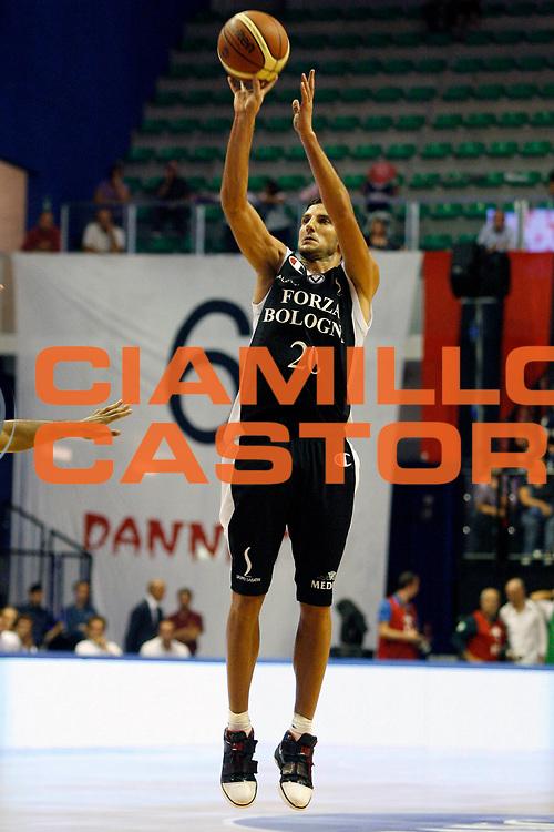 DESCRIZIONE : Biella Lega A 2009-10 Trofeo Angelico Virtus Forza Bologna Benetton Treviso<br /> GIOCATORE : Dusan Vukcevic<br /> SQUADRA : Virtus Forza Bologna<br /> EVENTO : Campionato Lega A 2009-2010<br /> GARA : Virtus Forza Bologna Benetton Treviso<br /> DATA : 20/09/2009<br /> CATEGORIA : tiro<br /> SPORT : Pallacanestro<br /> AUTORE : Agenzia Ciamillo-Castoria/E.Pozzo