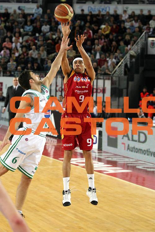 DESCRIZIONE : Roma Lega A1 2007-08 Lottomatica Virtus Roma Benetton Treviso<br />GIOCATORE : Ibrahim Jaaber Three Points<br />SQUADRA : Lottomatica Virtus Roma <br />EVENTO : Campionato Lega A1 2007-2008<br />GARA : Lottomatica Virtus Roma Benetton Treviso<br />DATA : 02/03/2008<br />CATEGORIA : Tiro<br />SPORT : Pallacanestro<br />AUTORE : Agenzia Ciamillo-Castoria/G.Ciamillo<br />Galleria : Lega Basket A1 2007-2008<br />Fotonotizia : Roma Campionato Italiano Lega A1 2007-2008 Lottomatica Virtus Roma Benetton Treviso<br />Predefinita :