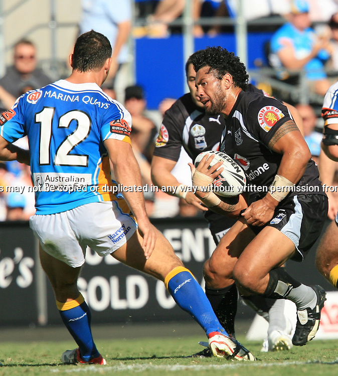 Ruben Wiki puts on a right foot step during round 7 of the NRL - Gold Coast Titans v New Zealand Warriors. Played at Skilled Stadium, Robina QLD. Titans (36) defeated the Warriors (24).  Photo: Warren Keir (Photosport NZ).<br /> <br /> Use information: This image is intended for Editorial use only (e.g. news or commentary, print or electronic). Any commercial or promotional use requires additional clearance.