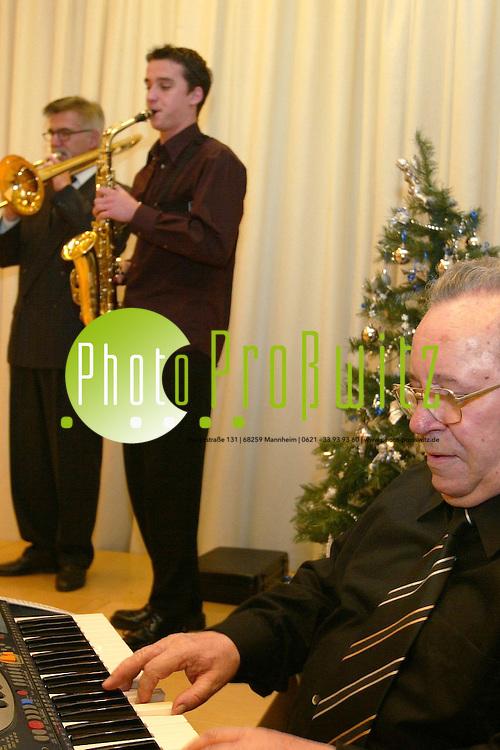 Mannheim. B&uuml;rgerhaus Vogelstang. Weihnachtsfeier Verein Alten u. Krankenpflege<br /> <br /> Bild: Markus Pro&szlig;witz