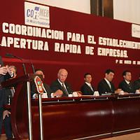Toluca, Mex.- Edurdo Sojo, secretario de Economia Federal y Enrique Peña Nieto, encabezan la puesta en marcha del Sistema de Apertura Rapida de Empresas (SARE). Agencia MVT / Luis Enrique Hernandez V. (DIGITAL)<br /> <br /> <br /> <br /> <br /> <br /> NO ARCHIVAR - NO ARCHIVE