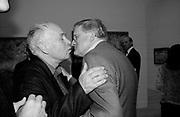 Howard Hodgkin and David Hockney. Lucian Freud private view dinner. Tate. 17June 2002. © Copyright Photograph by Dafydd Jones 66 Stockwell Park Rd. London SW9 0DA Tel 020 7733 0108 www.dafjones.com