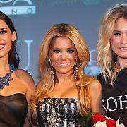 NLD/Amsterdam/20121112 - Beau Monde Awards 2012, Yolanthe Sneijder - Cabau van Kasbergen, Sylvie van der Vaart en Nikkie Plessen