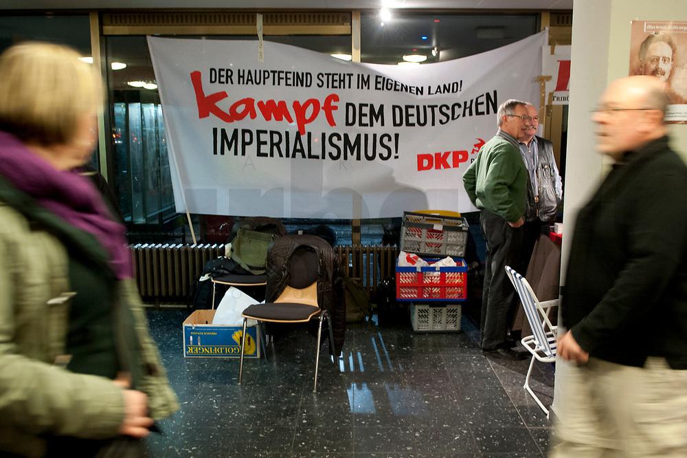 """08 JAN 2011, BERLIN/GERMANY:<br /> Transparent der DKP """"Der Hauptfeind steht im eigenen Land! Kampf dem deutschen Imperialismus!"""", 16. Internationale Rosa-Luxenburg-Konferenz, Urania Haus<br /> IMAGE: 20110108-01-004<br /> KEYWORDS: Kommunismus, Deutsche Kommunistische Partei"""