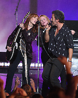 Patti Scialfa, Soozie Tyrell, Bruce Springsteen - MTV Video Music Awards 2002 - American Museum of Natural History