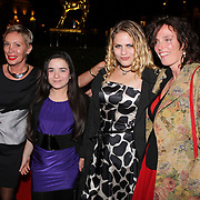 NLD/Utrecht/20080925 - Premiere Het Zusje van Katia, vlnr, Olga Louzgina, Betty Qizmolli, Julia Seijkens en regiseuse Mijke de Jong