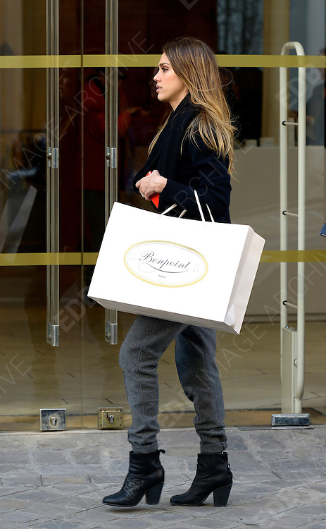 04.MARCH.2013. PARIS<br /> <br /> US ACTRESS JESSICA ALBA AND HER DAUGHTER HONOR MARIE ARE SPOTTED GETTING SOME SHOPPING AT BONPOINT BABY CLOTHING STORE AT SAINT-GERMAIN IN PARIS, FRANCE.<br /> <br /> BYLINE: EDBIMAGEARCHIVE.CO.UK<br /> <br /> *THIS IMAGE IS STRICTLY FOR UK NEWSPAPERS AND MAGAZINES ONLY*<br /> *FOR WORLD WIDE SALES AND WEB USE PLEASE CONTACT EDBIMAGEARCHIVE - 0208 954 5968*