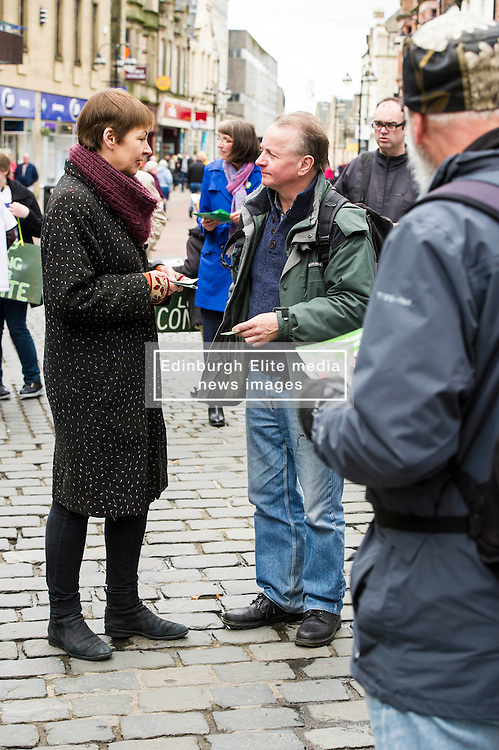 Pictured: Caroline Lucas was deep in conversation with David Christie from Denny<br /> <br /> As part of her visit to Scotland to support Greens candidates in the Scottish election, Green MP Caroline Lucas joined Scottish Greens colleagues Maggie Chapman, Greens co-convener, Mark Ruskell, candidate for Mid Scotland and Fife, Kirsten Robb, candidate for Central Scotland and John Wilson, candidate for Central Scotland, to meet anti-fracking campaigners in Falkirk <br /> <br /> Ger Harley | EEm 29 April 2016