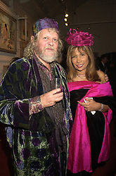 The MARQUESS OF BATH and MISS TRUDIE JUGGERNAUTH-SHARMA, at an exhibition in London on 25th October 2000.OIG 72