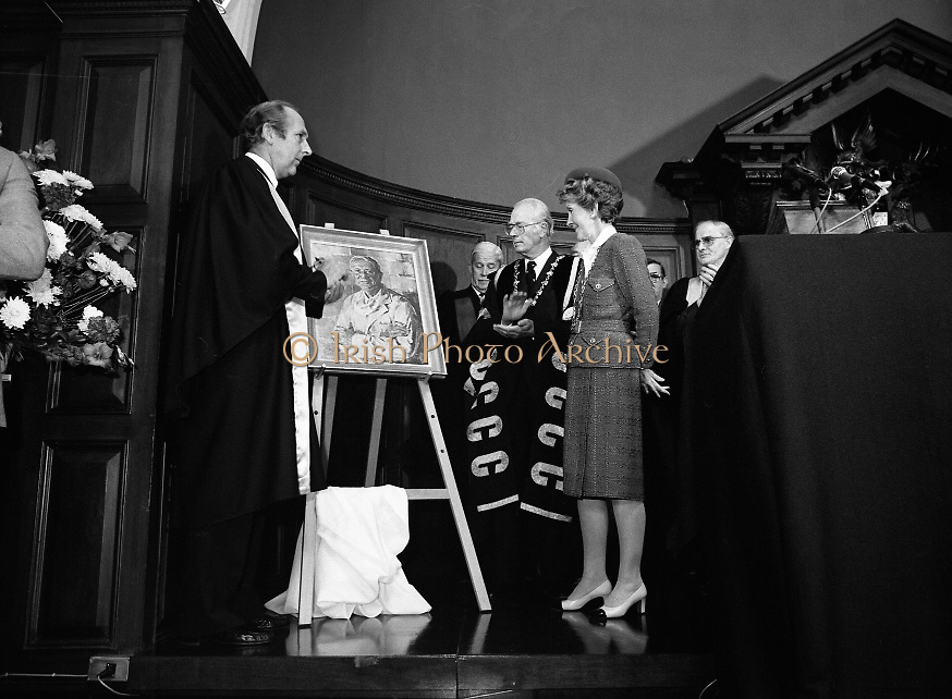 Nancy Reagan .Visits the Royal College Of Surgeons..St Stephens Green,.1984..04.06.1984.06.04.1984.4th June 1984..Nancy Reagan visited the Royal College of Surgeons where she unveilled a portrait of her late father.Her father, Dr Loyal Davis was an Honorary Fellow of the college. Mrs Reagan then presented the portrait to the college..Image of Mrs Nancy Reagan as she studies the portrait of her father,Dr Loyal Davis of Chicago.