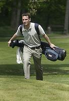 ARNHEM - Rob vd Berg draagt tas. , Voorjaarswedstrijden Golf heren op de Rosendaelsche Golfclub COPYRIGHT KOEN SUYK