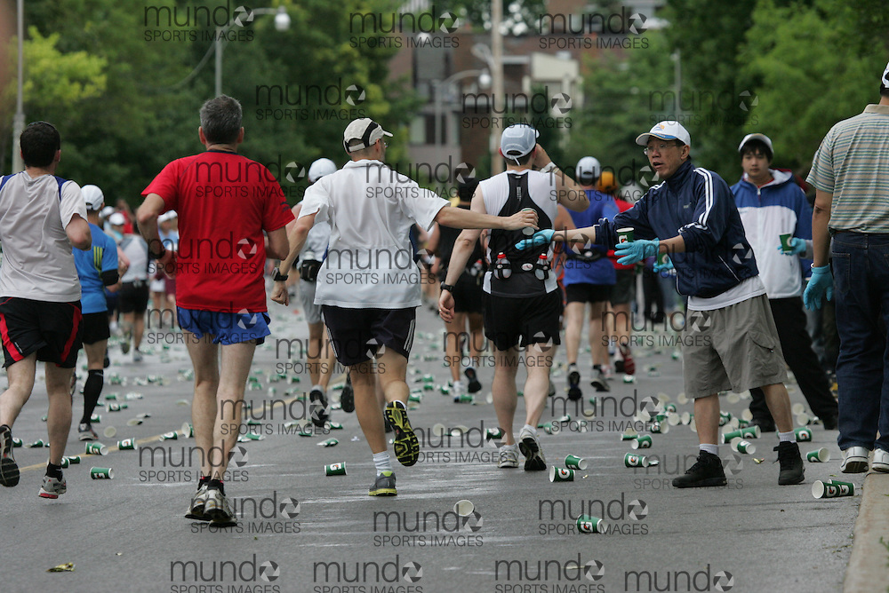(Ottawa, ON --- May 30, 2010) Runner take water and gatorade from a refreshment and water station in the latter stagesof the 2010 Ottawa marathon duringduring the Ottawa Race Weekend. Photograph copyright Sean Burges / Mundo Sport Images