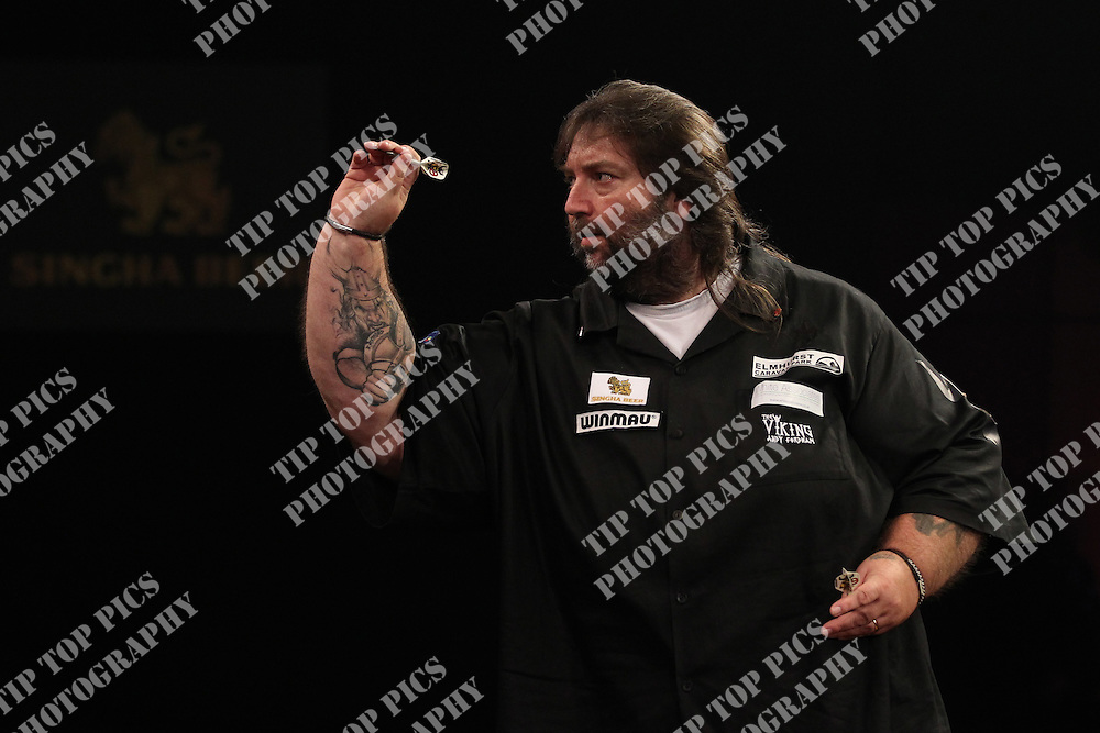PDC  GRAND SLAM OF DARTS 2015, 7/11/2015, GROUP STAGE A-D, PDC, DARTS, WOLVERHAMPTON, ANDY FORDHAM, ADRIAN LEWIS, PIC:CHRIS SARGEANT, TIPTOPPICS LTD