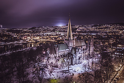 THEMENBILD - der Nidarosdom mit den Stadtlichtern, aufgenommen am 13. Maerz 2019 in Trondheim, Norwegen // the Nidaros Cathedral with the city lights, Trondheim, Norway on 2018/03/13. EXPA Pictures © 2019, PhotoCredit: EXPA/ JFK