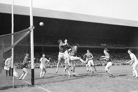 GAA All Ireland Minor Football Final Sligo v. Cork 22nd September 1968 Croke Park..B. Cummins (arm stretched out behind him) Cork full forward punches the ball accross the bar  as the Sligo defenders look on helplessly. ..22.9.1968  22nd September 1968
