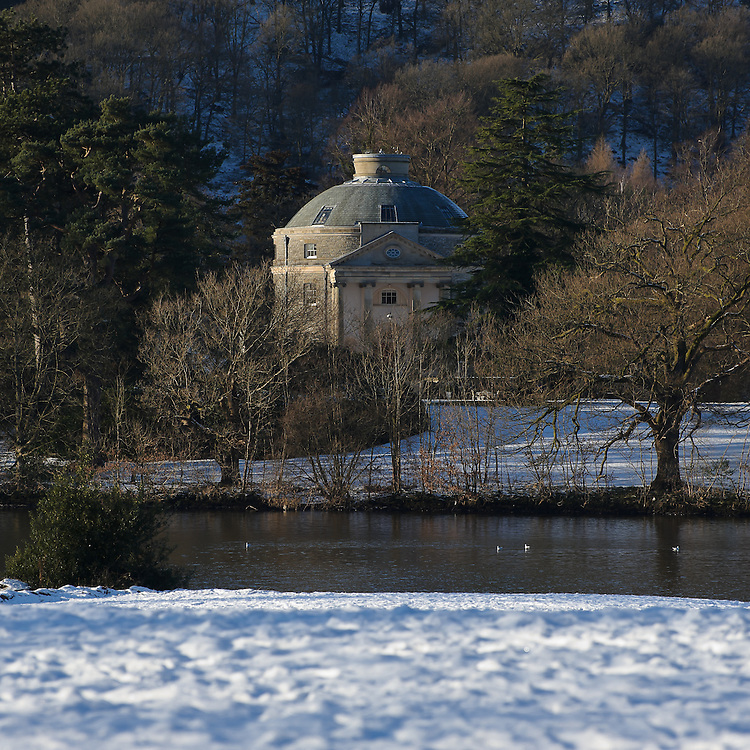 Belle Island, Windermere, in winter snow, Bowness Bay, Windermere, Lake District, Cumbria, UK