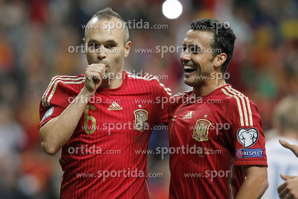 05.09.2015, Stadio Nuevo Carlos Tartiere, Oviedo, ESP, UEFA Euro 2016 Qualifikation, Spanien vs Slowakei, Gruppe C, im Bild Spain's Andres Iniesta (l) and Pedro Rodriguez celebrate goal // during the UEFA EURO 2016 qualifier Group C match between Spain and Slovakia at the Stadio Nuevo Carlos Tartiere in Oviedo, Spain on 2015/09/05. EXPA Pictures &copy; 2015, PhotoCredit: EXPA/ Alterphotos/ Acero<br /> <br /> *****ATTENTION - OUT of ESP, SUI*****