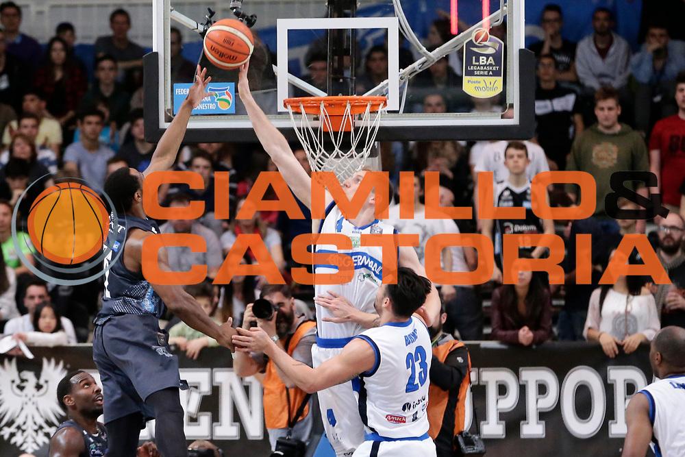 Dominique Sutton, Berggren jared<br /> Dolomiti Energia Aquila Basket Trento - Germani Basket Brescia Leonessa<br /> Lega Basket Serie A 2016/2017<br /> PalaTrento 23/04//2017<br /> Foto Ciamillo-Castoria / M. Brondi