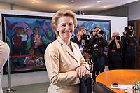 14 MAR 2018, BERLIN/GERMANY:<br /> Ursula von der Leyen, CDU, MdB, Bundesministerin der Verteidigung, vor Beginn der ersten Sitzung des Kabinetts Merkel IV, Kabinettsaal, Bundeskanzleramt<br /> IMAGE: 20180314-02-001<br /> KEYWORDS: Kabinettsitzung, Sitzung,, Kabinett