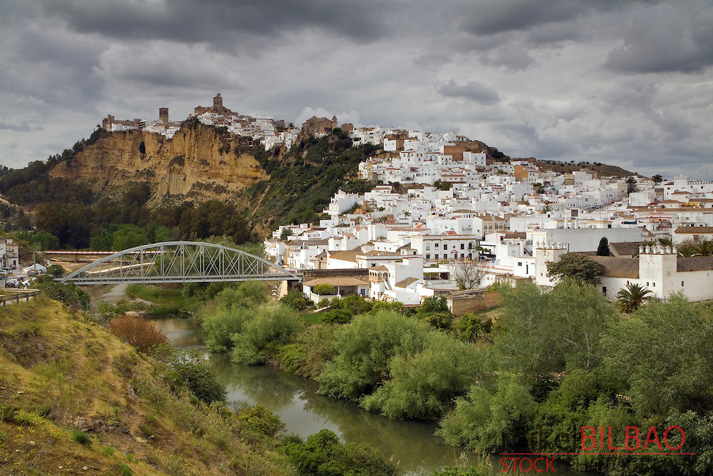 Arcos de la Frontera village and Guadalete river.<br /> Cadiz, Andalusia, Spain