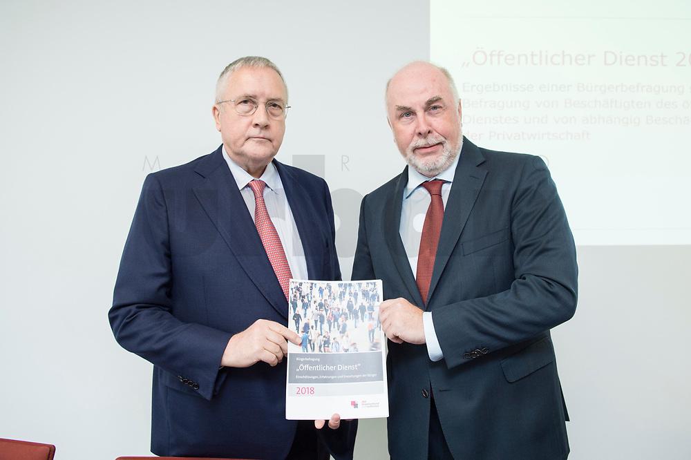 """30 AUG 2016, BERLIN/GERMANY:<br /> Manfred Guellner (L), Geschaeftsfuehrer Forsa-Institut, und Ulrich Silberbach (R), dbb Bundesvorsitzender, Pressekonferenz des Deutschen Beamtenbundes, dbb, zur Vorstellung der """"dbb Bürgerbefragung öffentlicher Dienst 2018"""" von Forsa, dbb atrium<br /> IMAGE: 20180830-01-001<br /> KEYWORDS: Manfred Güllner"""