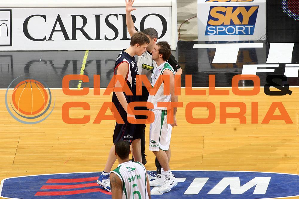 DESCRIZIONE : Bologna Final Eight 2008 Semifinale Angelico Biella Air Avellino <br />GIOCATORE : Jerebko Cavaliero<br />SQUADRA : Angelico Biella <br />EVENTO : Tim Cup Basket For Life Coppa Italia Final Eight 2008 <br />GARA : Angelico Biella Air Avellino <br />DATA : 09/02/2008 <br />CATEGORIA : Rissa <br />SPORT : Pallacanestro <br />AUTORE : Agenzia Ciamillo-Castoria/G.Ciamillo