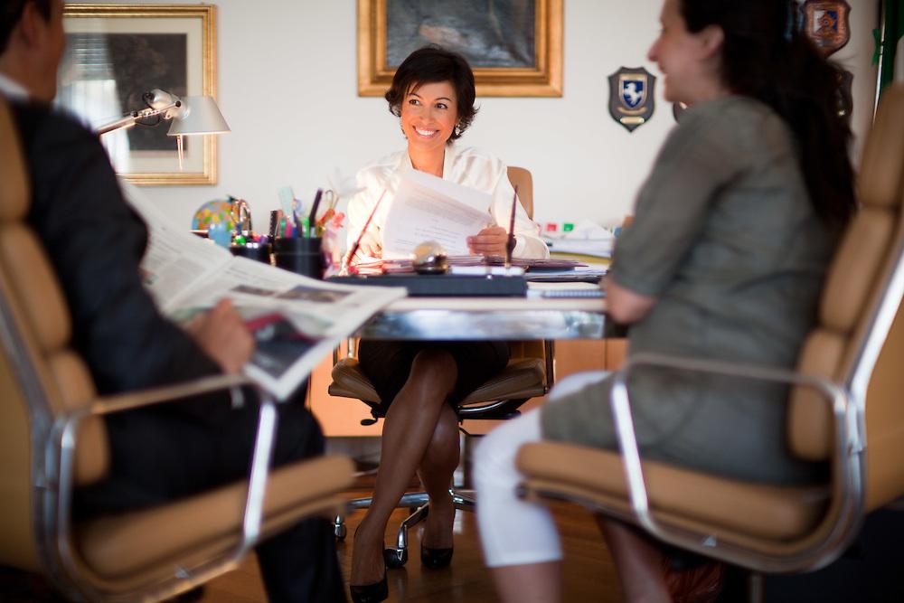 25 JUN 2010 - Roma - Mara Carfagna, Ministro per le Pari Opportunità, nel proprio ufficio al Ministero in largo Chigi. Riunione con Paolo Emilio Russo (Portavoce) e Emanuela Tripi (Vice Capo di Gabinetto) - Rome (Italy) - Mara Carfagna, italian Minister for Equal Opportunities, in her office