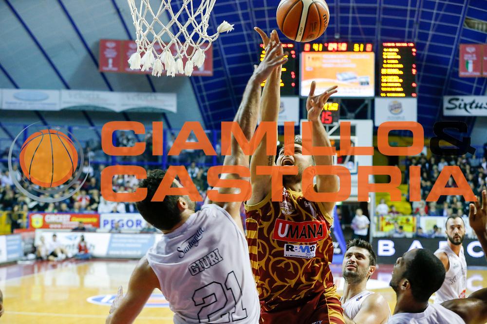 DESCRIZIONE : Venezia Lega A 2015-16 Umana Reyer Venezia Pasta Reggia Caserta<br /> GIOCATORE : Stefano Tonut<br /> CATEGORIA : Tiro<br /> SQUADRA : Umana Reyer Venezia Pasta Reggia Caserta<br /> EVENTO : Campionato Lega A 2015-2016<br /> GARA : Umana Reyer Venezia Pasta Reggia Caserta<br /> DATA : 29/11/2015<br /> SPORT : Pallacanestro <br /> AUTORE : Agenzia Ciamillo-Castoria/G. Contessa<br /> Galleria : Lega Basket A 2015-2016 <br /> Fotonotizia : Venezia Lega A 2015-16 Umana Reyer Venezia Pasta Reggia Caserta