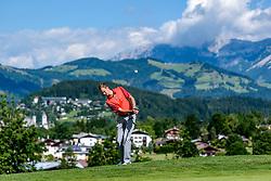 THEMENBILD - Ein Golfspieler am Golfclub Eichenheim mit der Stadt Kitzbühel und dem Wilden Kaiser als Bergpanorama, aufgenommen am 04. Juli 2017, Kitzbühel, Österreich // A golf player at the Eichenheim Golfclub with the town of Kitzbühel and the Wilder Kaiser as a mountain panorama at Kitzbühel, Austria on 2017/07/04. EXPA Pictures © 2017, PhotoCredit: EXPA/ Stefan Adelsberger