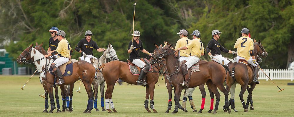 2014 NZL-BMW Polo Open: Clevedon - GAME 1: VEUVE CLIQUOT (Black) vs SOUTHFIELD (Yellow): VEUVE CLIQUOT WIN: 11/2:  (Sunday 23 February) CREDIT: Libby Law/Photosport COPYRIGHT: LIBBY LAW PHOTOGRAPHY - NZL